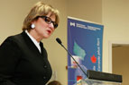 Photo of Minister Lynne Yelich announcing funding at Capilano University