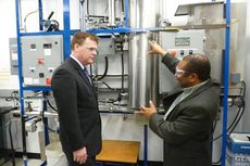 Dr. Raphael Idem explaining the coal gasification  technology to Minister Baird