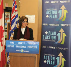 Minister Yelich announces CIIF funding to make upgrades to the Castlegar and District Public Library's heating, ventilation and air conditioning systems.