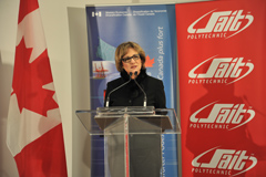 Photo of Minister Yelich announcing a WD investment in SAIT Polytechnic to establish a SAIT-AIM Centre for Innovation