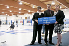 Photo : annonce de contribution au club de curling Royal City