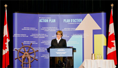 Photo of Minister Yelich delivering the keynote address at Western Canada's Shipbuilding Symposium.