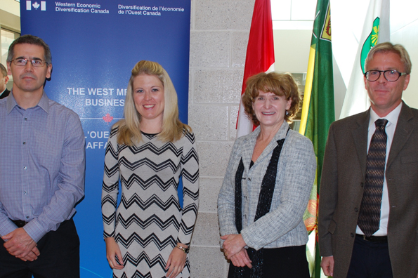 Minister Rempel announces funding for the University of Saskatchewan to purchase new research equipment for cancer research.