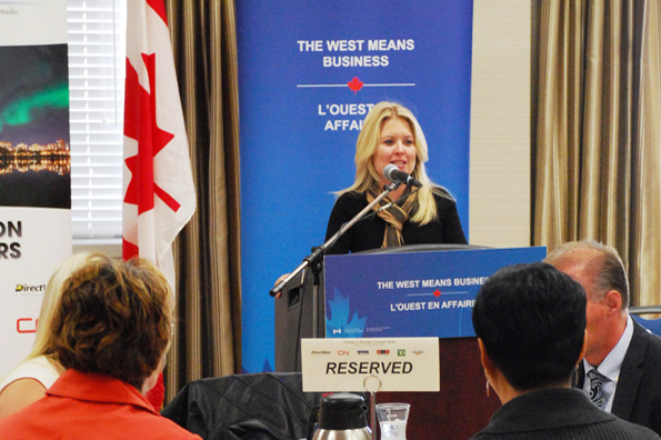 Minister Rempel addresses members of the Saskatoon Chamber of Commerce on October 3, 2014.